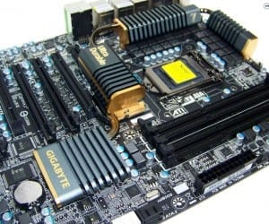 "Futurelooks Video Unboxes and Previews the New GIGABYTE P67A-UD7 ""Sandy Bridge"" Motherboard"