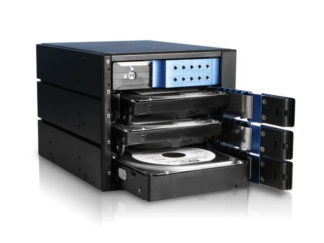 Futurelooks Quick Look - iStarUSA BPN-DE Series Trayless HDD Cages for 5.25 Drive Bays (Video)