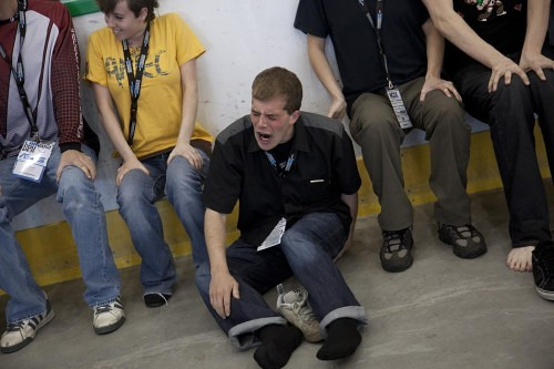 LANcouver 2012 - The Futurelooks Wall-Sit Endurance Challenge (Video)
