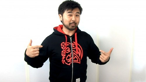 Futurelooks Quick Look - TT eSPORTS Dragon Hooded Gamer Sweatshirt (Video)