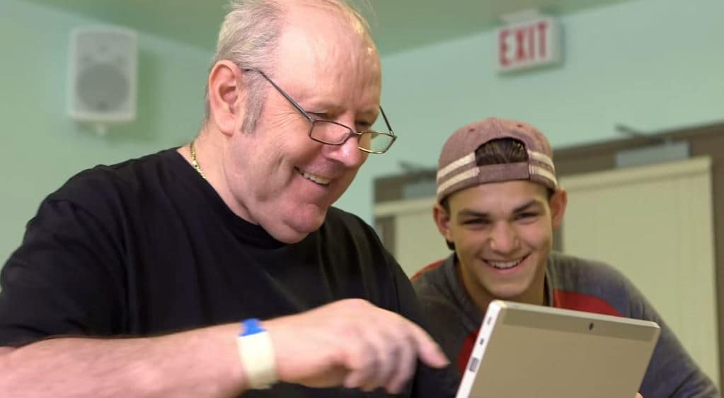 Sponsored Post - Best Buy Canada Teams up with Cyber-Seniors to Bring Technology to Residents at the Kiwanis Care Centre