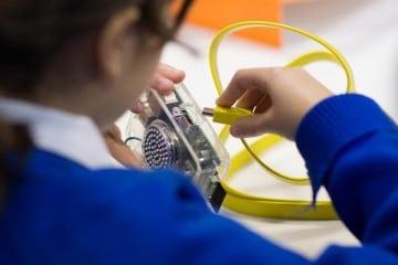 Workshop in London Teaches PC DIY Spirit to Children